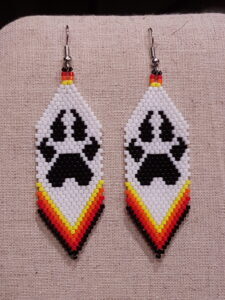 Jennifer Bowles, beadwork, beader, handmade, Indigenous Artist, First Nations, Indigenous Arts Collective of Canada, Pass The Feather