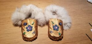 Shailla Manitowabie Cooke, Mukluks, moccasins, workshops, fashion, jewelry, accessories, hand bags, beadwork, jewelry, medallions, Indigenous Artist, First Nations, Indigenous Arts Collective of Canada, Pass The Feather